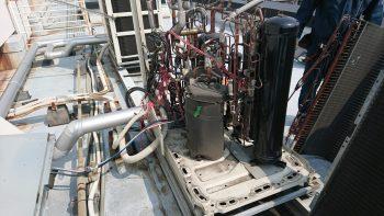 ダイキン工業製 室外機熱交換j機交換中